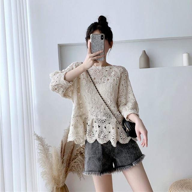 2021年chic洋氣時尚小衫女勾花紋理顯瘦上衣寬鬆型燈籠袖