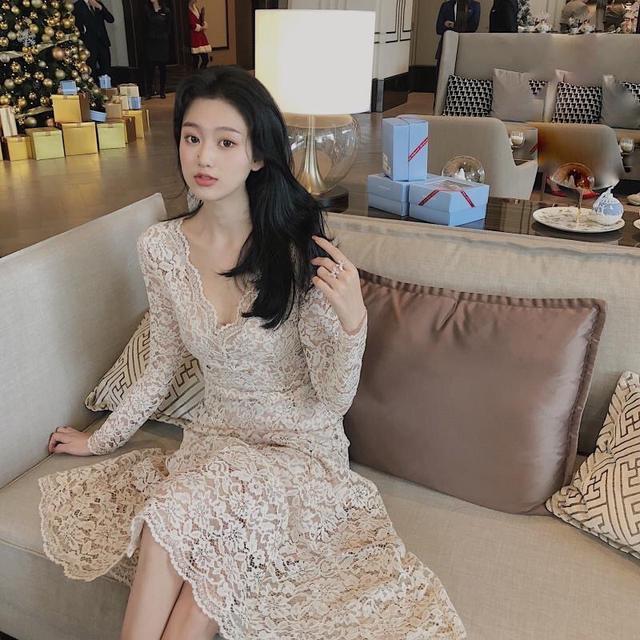 小香風蕾絲連衣裙修身2020新款V領中長款長袖性感打底魚尾仙女裙