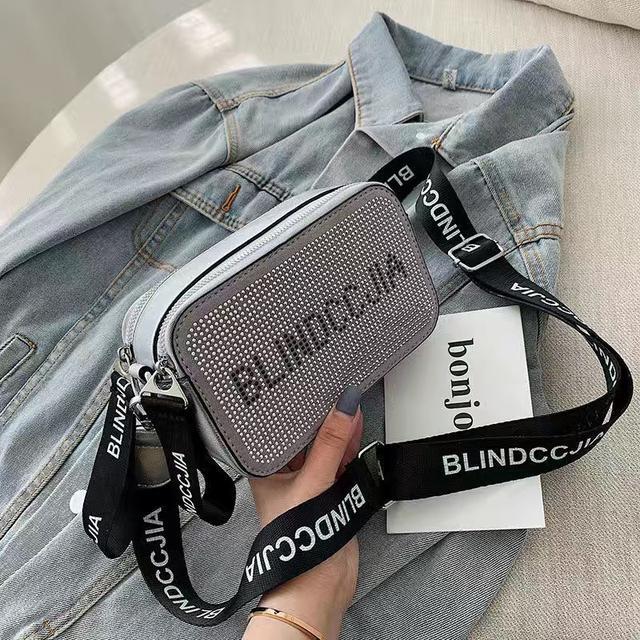 網紅小黑包質感斜挎小包女包2020新款時尚相機包寬帶潮單肩小方包