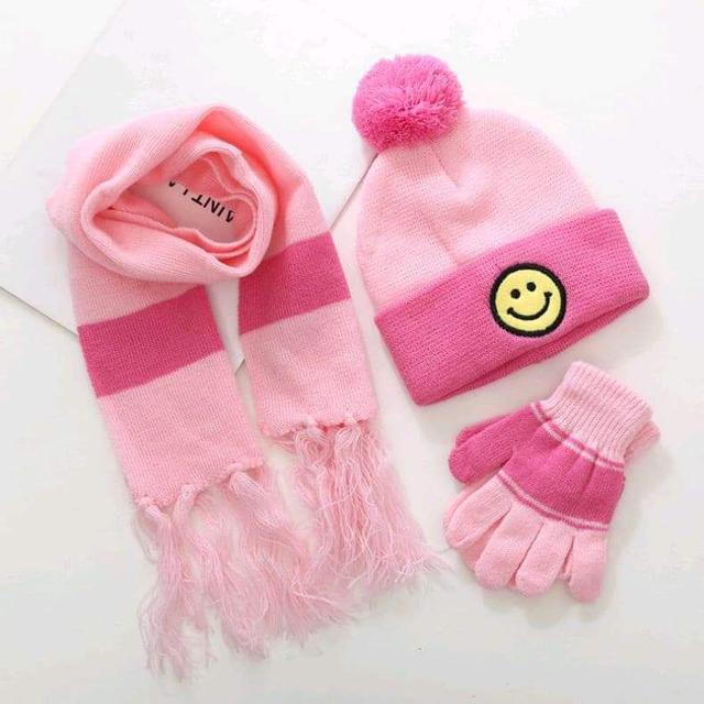 (預購)兒童笑臉針織保暖圍巾毛帽手套三件組