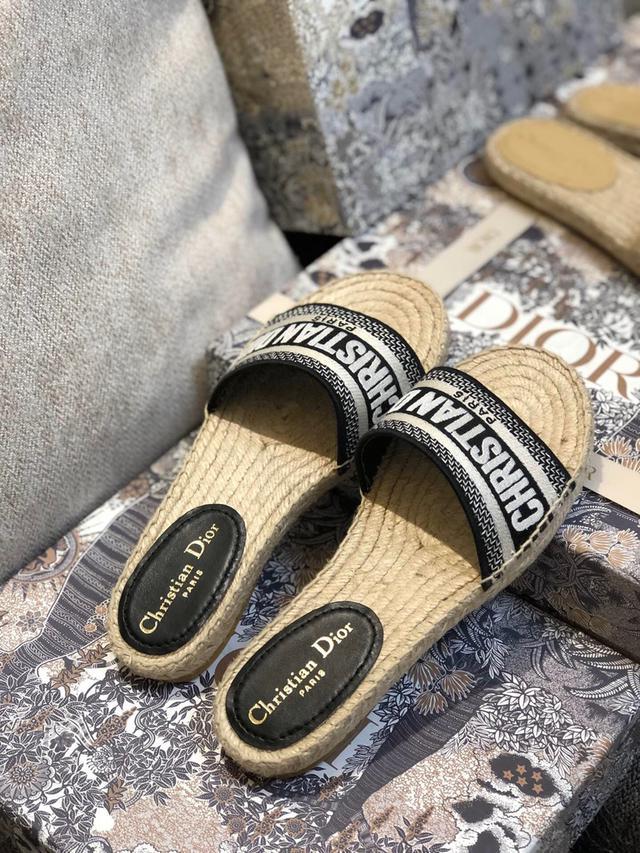 Dior春夏新款刺绣渔夫鞋