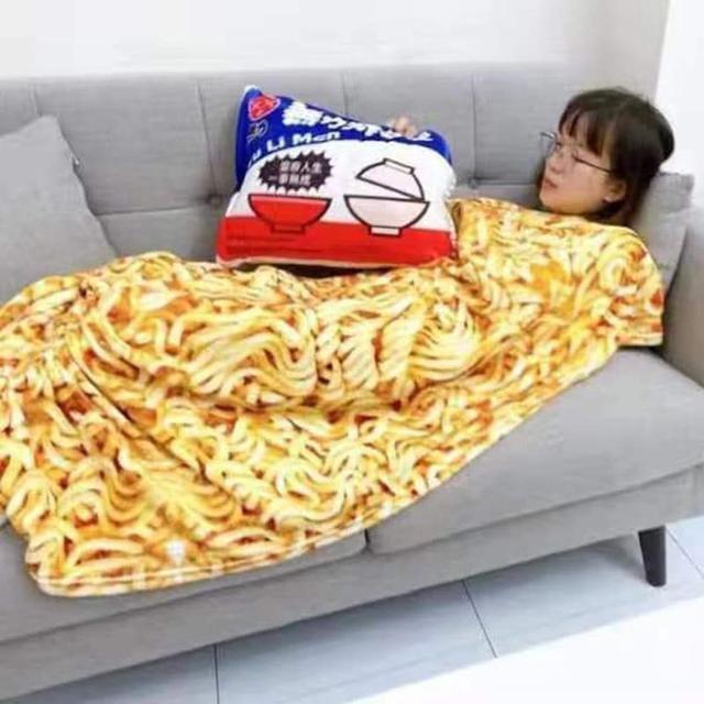 現貨1 無力炸醬麵二合一抱枕毯