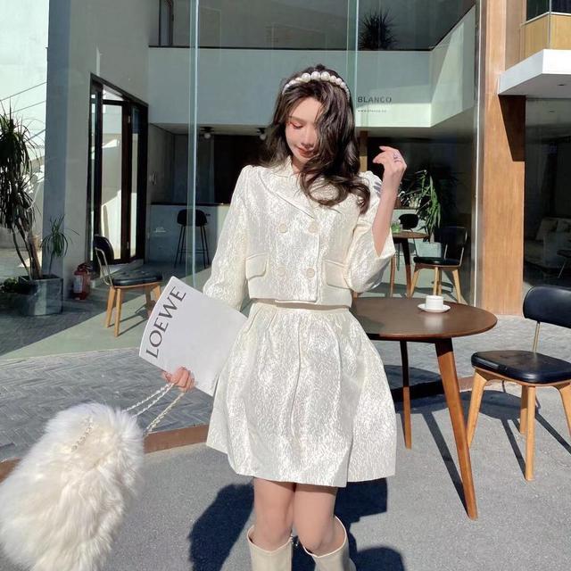 輕奢緹花套裝