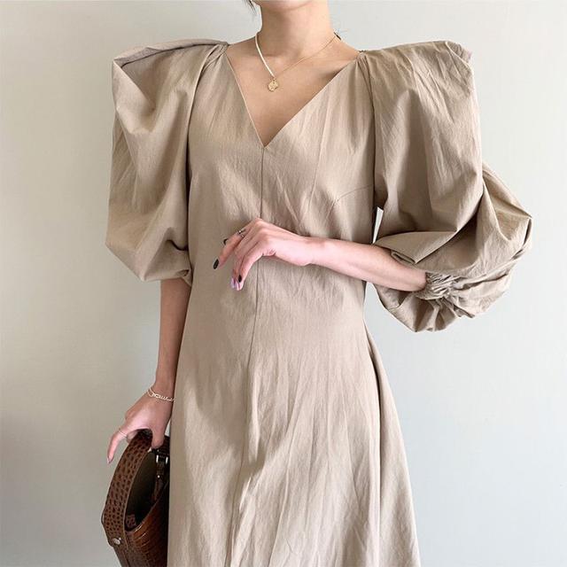 預購/韓國chic法式顯瘦V领收腰中長款過膝大擺型泡泡袖連衣裙