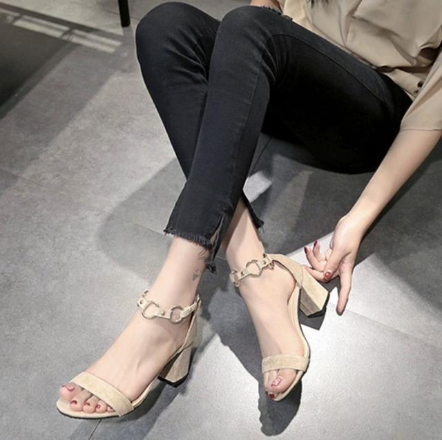新款平價🔥韓版百搭鐵環7公分高跟鞋