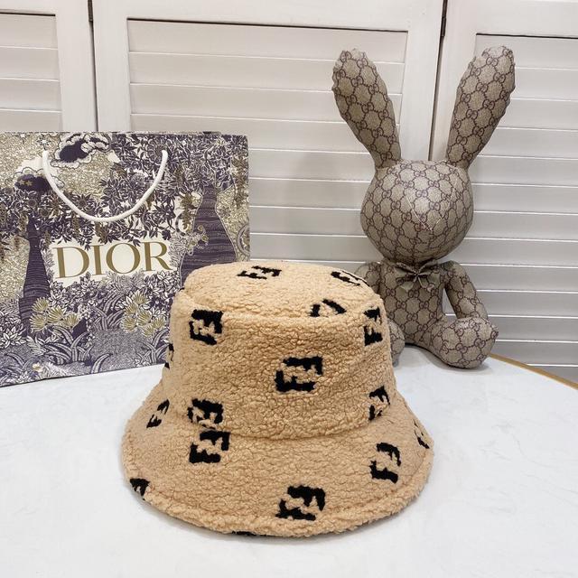 【芬迪】2020新款帽子簡約漁夫帽,火爆款,細節做工精緻,百搭大牌