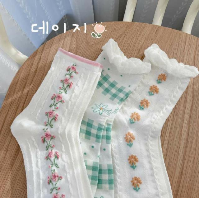 (預購s+) E023-日系白色花朵中筒襪(一組3雙)
