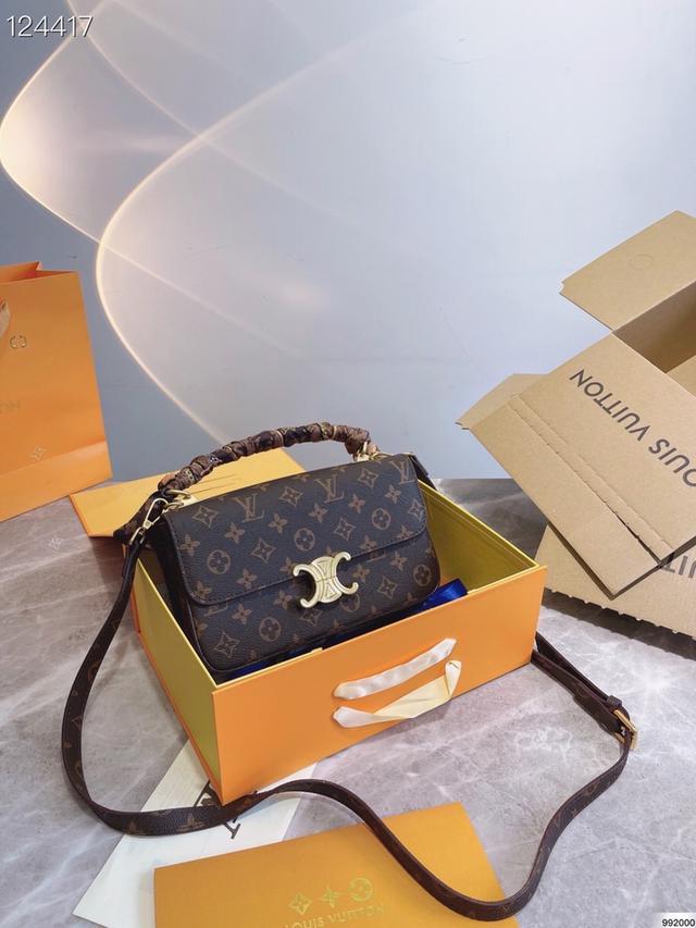LV  新品郵差包 單肩手提斜挎款 這款包真的很簡單