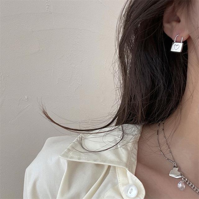 925銀針小眾設計感愛心掛鎖韓國IG冷淡風耳釘氣質女生精緻耳飾品