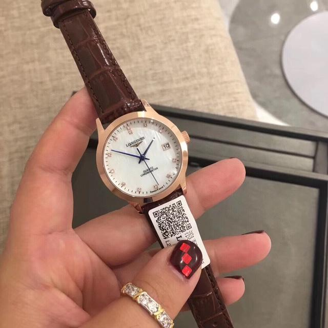 浪琴✨爆款 開創者系列,❤️大氣的表殼設計,鑽石💎搭配珍珠貝殼錶盤,真皮錶帶