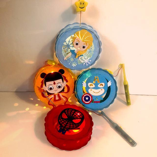 預購無纺布兒童中秋元宵節卡通音樂灯籠diy制作组裝手提發光玩具花灯
