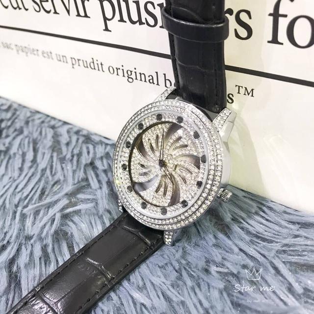 時來運轉手錶 🔹 鋪滿施華洛水晶鑽,克羅星系列 ,搭配黑色皮帶