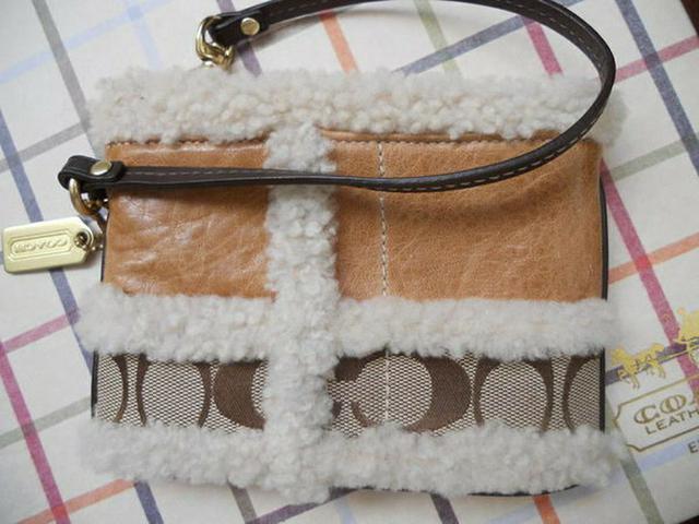 全新展示清倉真品 Coach 超 Cute 毛毛咖啡色軟皮手拿包