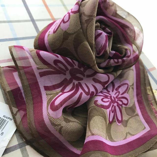 全新真品 Coach 97275 咖啡大C紫色花朵紡紗長條絲巾