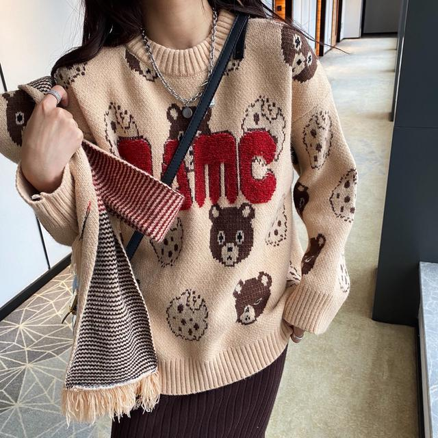 韩版小熊毛衣配围巾