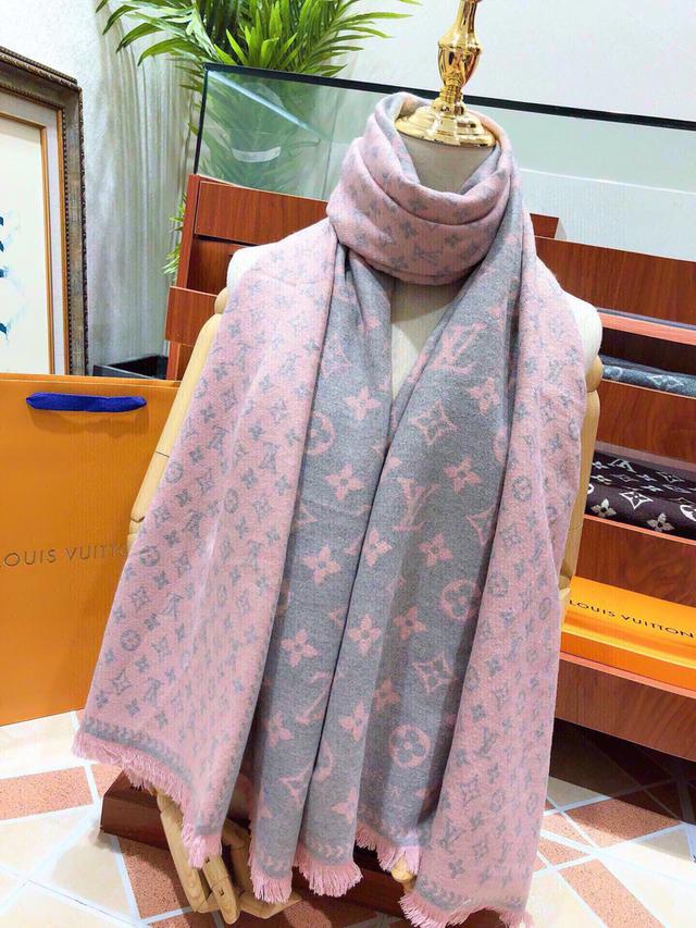 Louis Vuitton(路易威登)💋💋💋 金絲 微微閃爍效果超贊 高端兔絨絲巾圍巾披肩