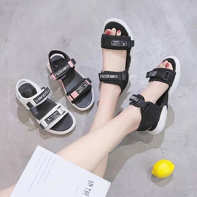ins網紅運動涼鞋女夏2020新款百搭平底外穿沙灘鞋