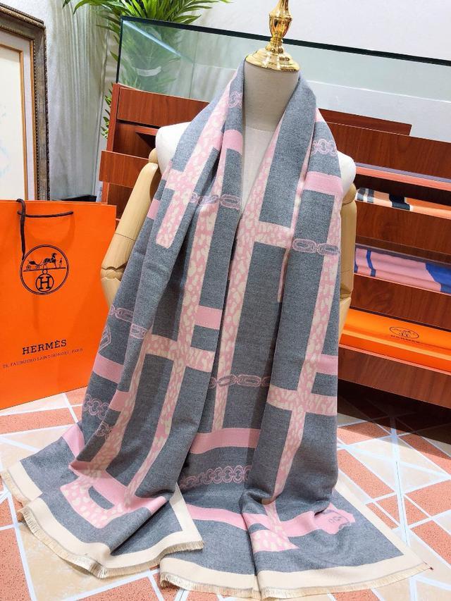 愛馬仕(Hermès)皇家鎖鍊圖案絲巾圍巾 深入人心的經典低調卻釋放着奢華與高雅 搭配 180*70