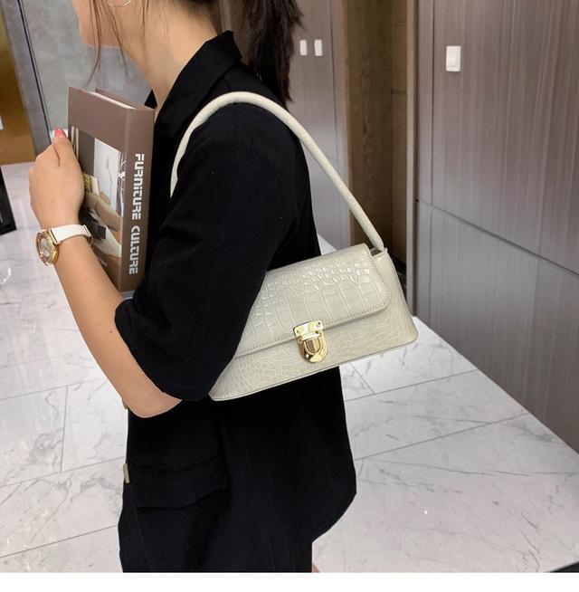 p.in shop-正韓復古石頭紋腋下包