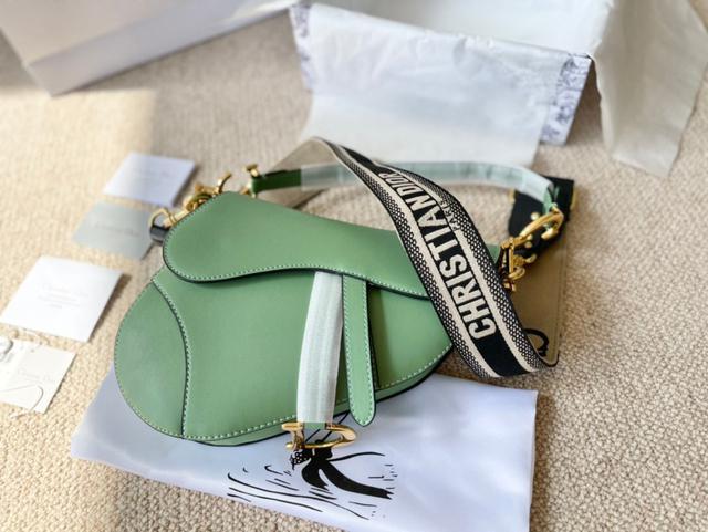 迪奧DiorSaddle馬鞍包 中號尺寸: 25.5*20*6.5cm搜索碼:119545