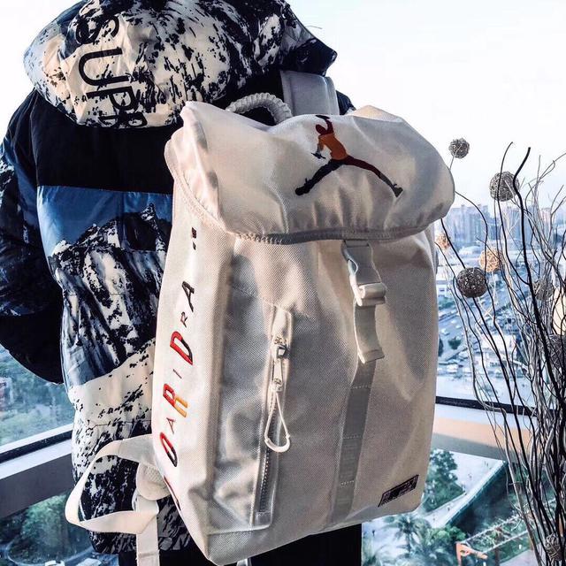 Air Jordan乔丹AJ彩色飞人刺绣logo翻盖双肩背包