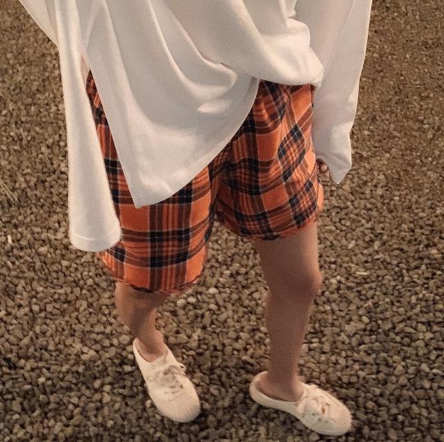 橘格子短褲