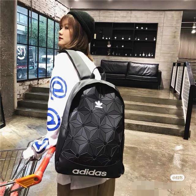 阿迪达斯adidas、菱形韩版 三叶草双肩包