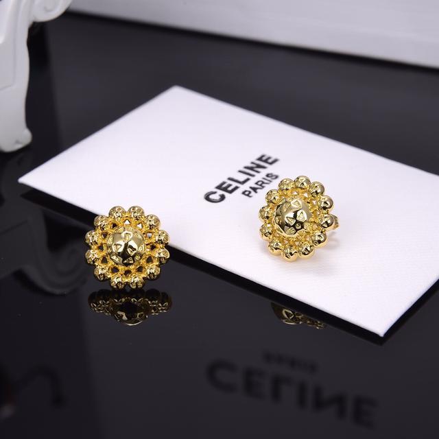 Celine 新款金色花朵耳钉