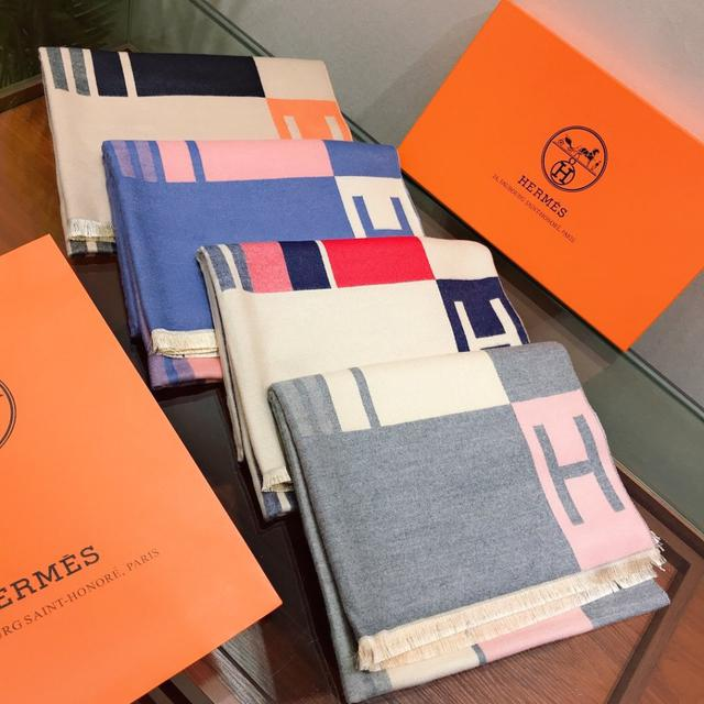 愛馬仕(Hermès)年度秋冬新款 強烈推薦的一款絲巾圍巾 經典大H字母設計 尺寸180X70