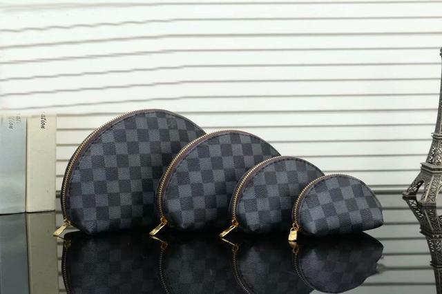 普通品質 四件套組合 年終跑量促銷活動 化妝包零錢包
