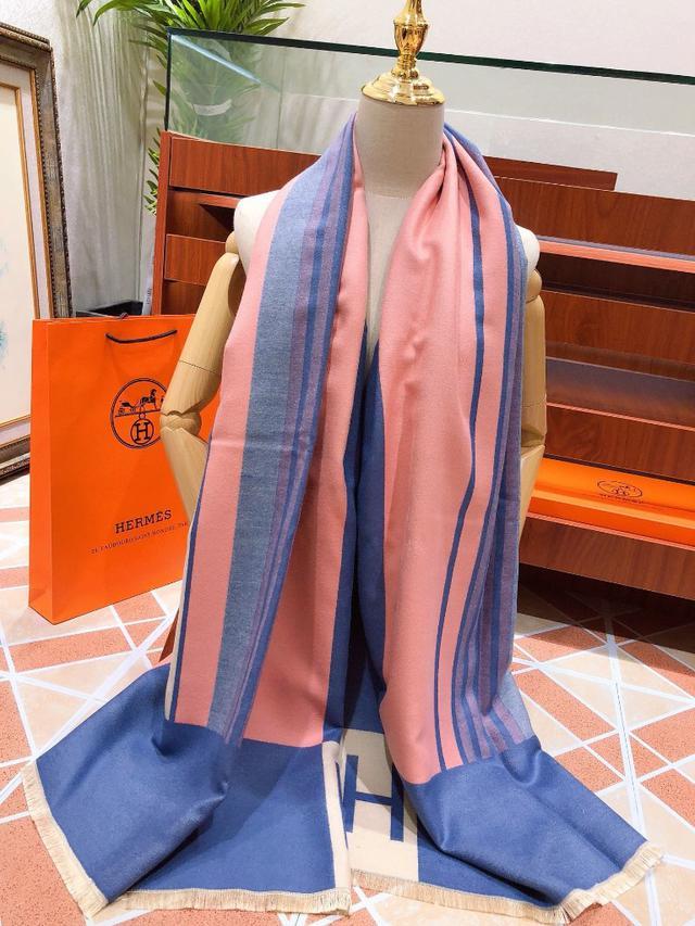 愛馬仕(Hermès)年度秋冬新款 強烈推薦的一款絲巾圍巾 經典大H字母設計 尺寸180X70粉色