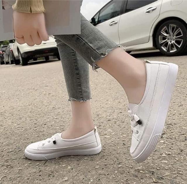 百搭淺口平底小白鞋