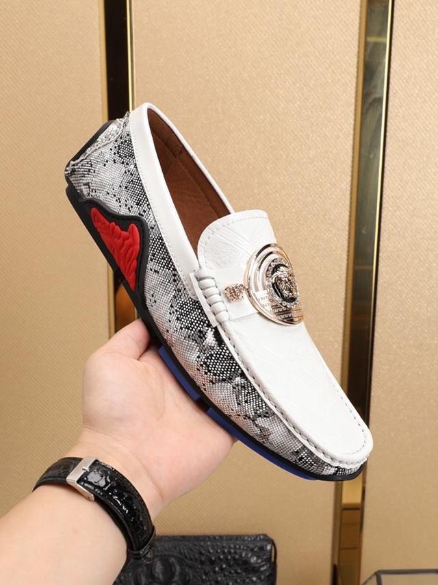【VERSACE】新款豆豆鞋上市 官网1:1同步