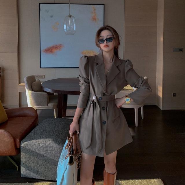 S✿優質歐韓女裝 SB6038韓國時尚 設計感氣質泡泡袖收腰西裝式連衣裙(2色)