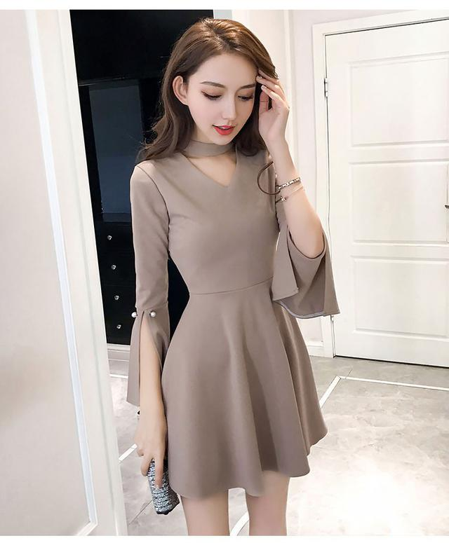 10 S-XL V領喇叭袖珍珠扣荷葉邊連衣裙 兩色