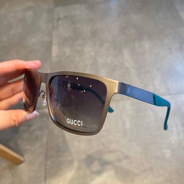 Gucci偏光金屬男款太陽鏡 🥳材質:寶麗來高清偏光鏡片,工藝腳絲非常大氣,真空鍍膜, 附裝櫃禮盒