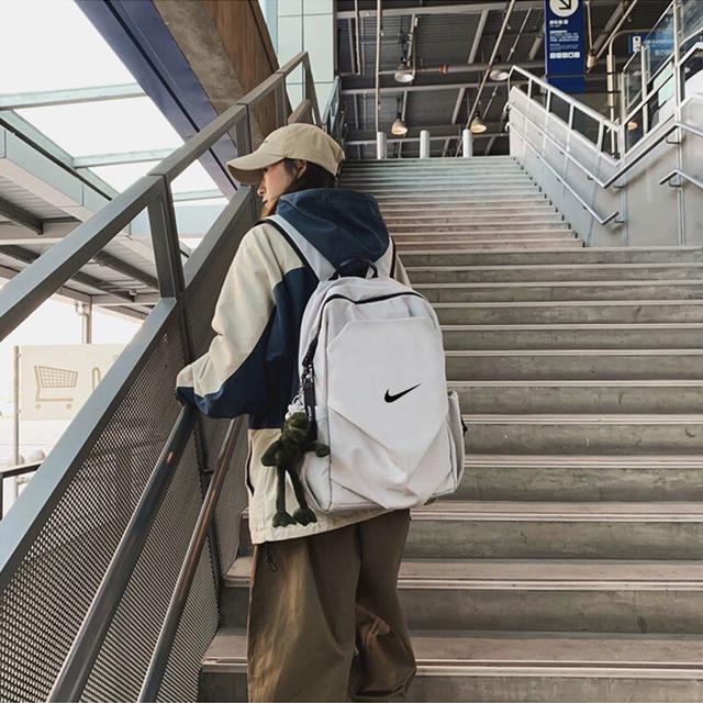 耐克Nike青蛙挂件男女双肩大书包电脑旅行背包