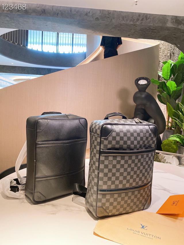 Lv 公文包可做手提包可做雙肩包,超能裝,這款男包真的超級能裝,超級推薦
