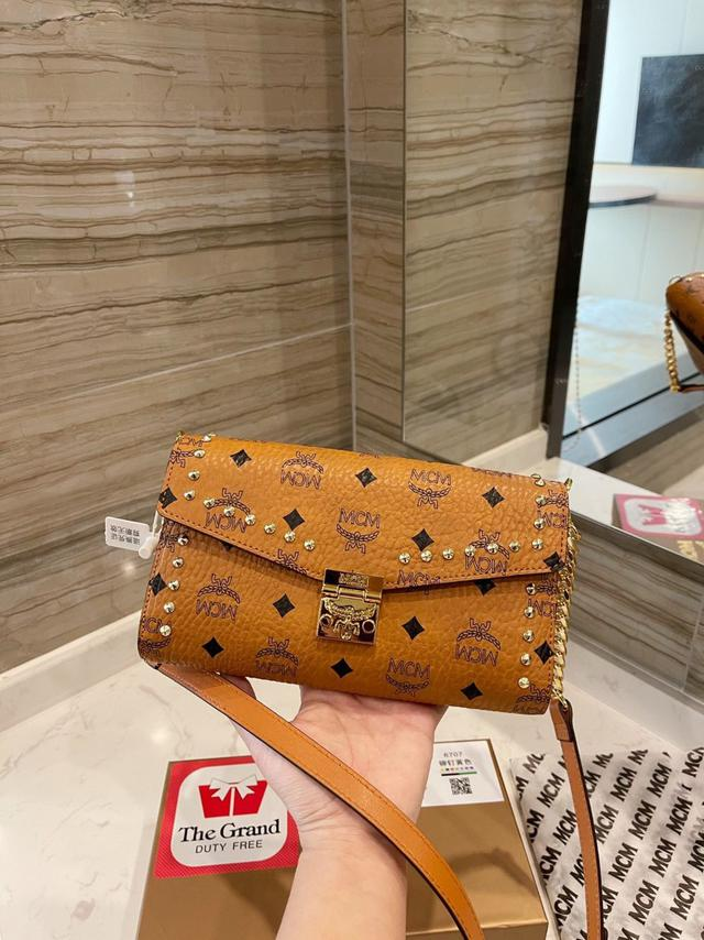 [MCM]Patricia斜挎包 單肩包 多用款 折疊翻蓋錢包,採用塗層帆布製成搜索碼:119522