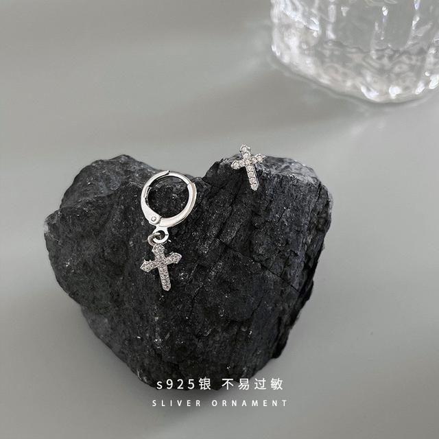 925純銀不對稱十字架耳釘女生ins冷淡風個性潮流韓國時尚鋯石飾品