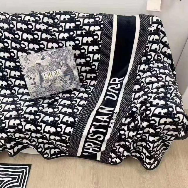 9/21收單♥專櫃滿額禮-Dior金貂絨字母珊瑚絨毛毯♥