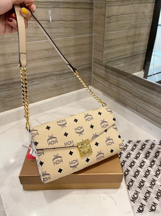 [MCM]Patricia斜挎包 單肩包 多用款 折疊翻蓋錢包,採用塗層帆布製成搜索碼:119521