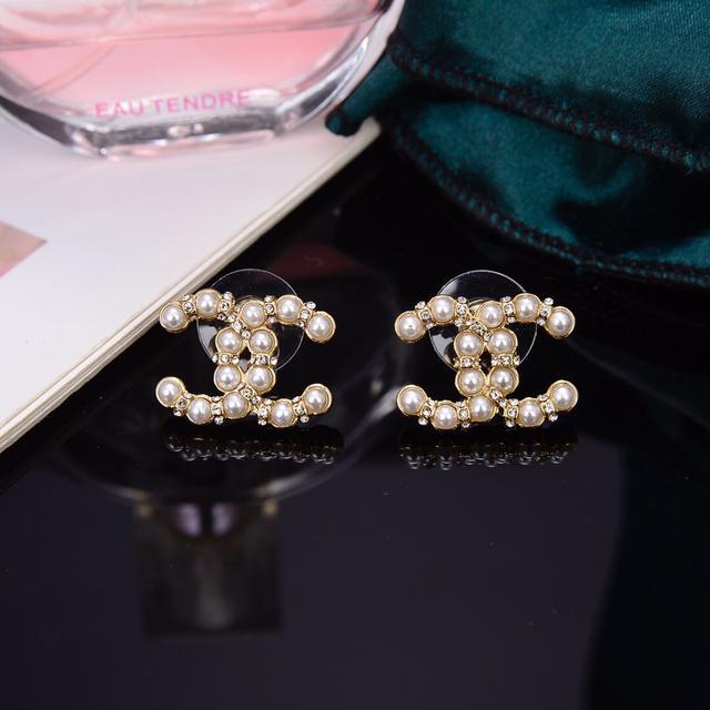 CHANEL  双C珍珠耳钉