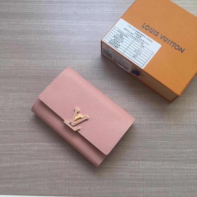 LV商标以皮革包裹