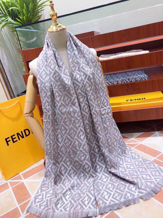 芬迪(FENDI)絲巾圍巾來自意大利的頂級奢侈品牌