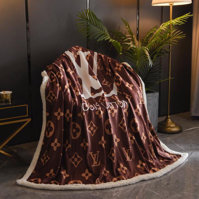 潮牌羊羔絨毯 正面採用數碼印染 不掉色,不染色,定制超柔水晶絨面料細膩好打理,不掉毛
