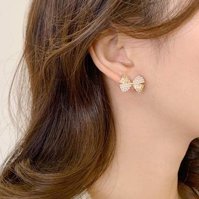 (預購S) H218 - 韓國925銀針撞色珍珠鑽蝴蝶結耳環