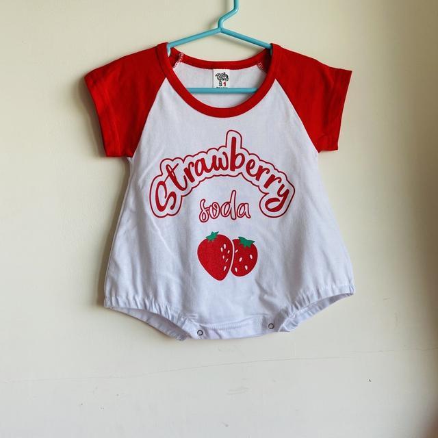 草莓拼接短袖包屁衣(現貨)