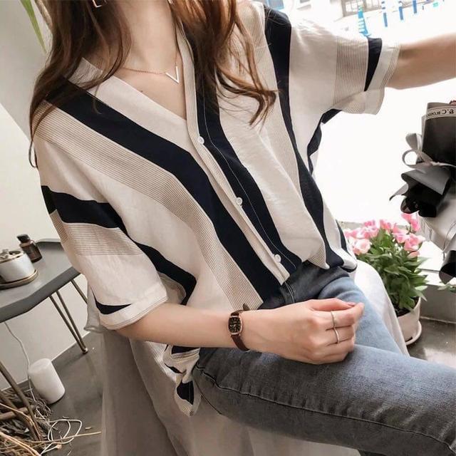 01 V領條紋襯衫