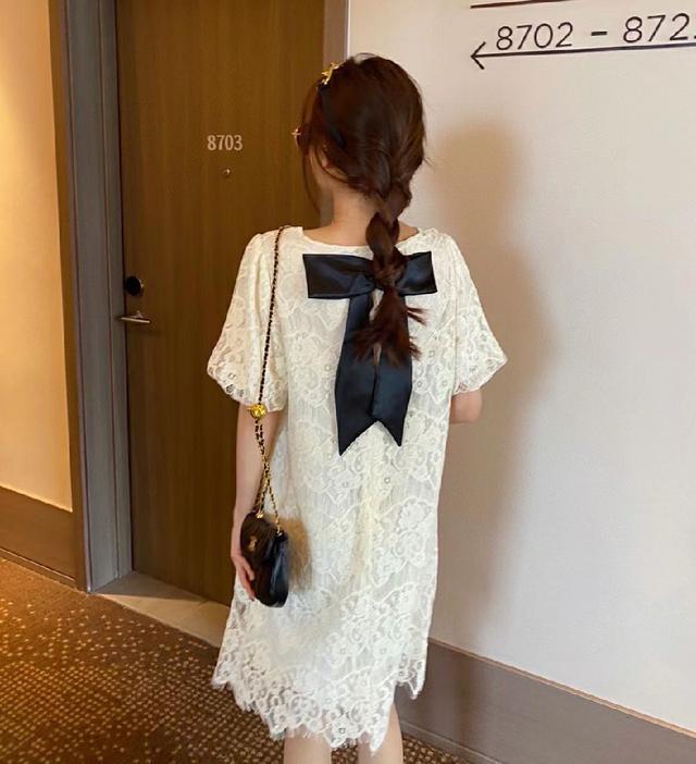 蝴蝶結蕾絲連衣裙